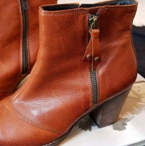 Paul Green size 7 ankle boots